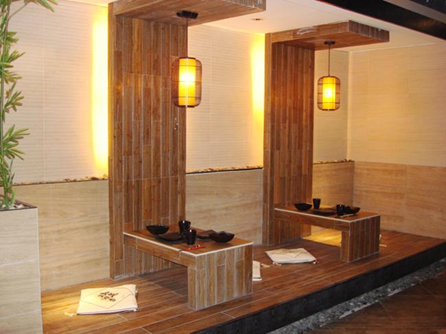 木纹瓷砖铺贴效果图